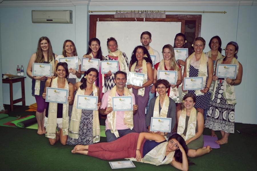 Yogalehrer Rishikulyogshala